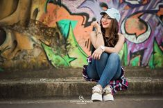 Choosing Your Fashion Photography School – Designer Fashion Tips Cute Girl Photo, Girl Photo Poses, Girl Poses, Picture Poses, Graffiti Photography, Model Poses Photography, Urban Photography, Photography Women, Poses For Pictures