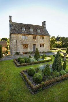 Philip Mould's Oxfordshire Garden - English Gardens - Design & Landscaping Ideas (houseandgarden.co.uk)