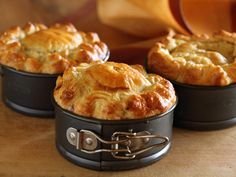 Maggie Beer's Coorong Angus Beef Pie with Red Wine, Fennel and Green Olives Maggie Beer Coorong Angus Beef Pie mit Rotwein, Fenchel und grünen Oliven Boeuf Angus, Angus Beef, Savory Pastry, Savory Tart, Savoury Pies, Pastry Recipes, Cooking Recipes, Cooking Tips, Tapas