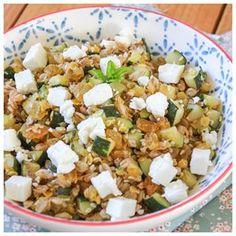 Salade d'épeautre, courgettes, raisins, feta & menthe