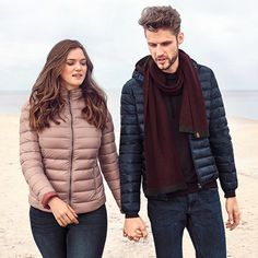 Men like it practical. But most down jackets look more puffy than cool and their thick fabrics limit every man in their freedom of movement. So what can you do to give your loved one a more stylish and less bulky autumn look? Freedom Of Movement, Fall Looks, Fabrics, Winter Jackets, Seasons, Autumn, Stylish, Fashion, Clothing