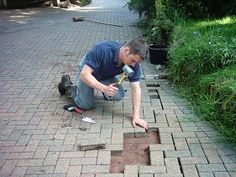 Learn how to lift and relay block paving with our helpful guide. Sunken paving blocks can be easily lifted, repaired and relaid. Making paving level again. Block Paving Patio, Driveway Blocks, Paving Stone Patio, Outdoor Patio Pavers, Sunken Patio, Flagstone Pavers, Patio Blocks, Brick Driveway, Driveway Landscaping