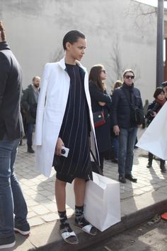 interesting relaxed interpretation, the pinstripes - spaced artsy postprotest relaxed - Paris Fashion Week street style. [Photo by Kuba Dabrowski] Dope Fashion, Tomboy Fashion, Daily Fashion, Paris Fashion, Fashion News, Fashion Outfits, Fashion Trends, Street Style, Street Chic