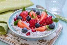 Keto ketogenic, paleo low carb diet not oatmeal breakfast porridge. coconut chia pudding with Chia Breakfast, Breakfast Porridge, Breakfast On The Go, Breakfast Cereal, Low Carb Desserts, Low Carb Recipes, Lunch Recipes, Fall Recipes, Ketogenic Diet Diabetes