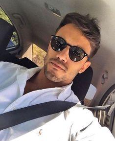0dafb64c9 André Coelho usa óculos de sol masculino redondo e de vários formatos,  tamanhos e marcas