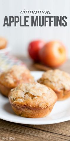 Cinnamon Apple Muffins: One of these delicious fall-flavored muffins will only set you back 129 calories and 5 Weight Watchers SmartPoints, and yet it still has that classic sweet and comforting taste. Low Calorie Muffins, Low Calorie Breakfast, Low Calorie Desserts, No Calorie Foods, Köstliche Desserts, Low Calorie Recipes, Healthy Breakfast Recipes, Healthy Baking, Healthy Desserts
