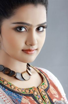 Premam Actress Anupama Parameswaran Cute HD Images