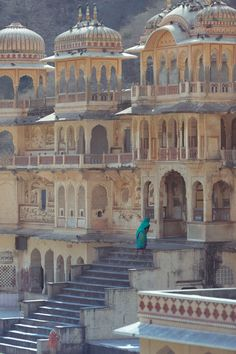 Climbing the steps of Monkey Temple # Galwar Bagh-Monkey temple in Jaipur, India. This an example of an Ancient Hindu Temple Complex Courtyard. Architecture Antique, India Architecture, Architecture Design, Building Architecture, Historical Architecture, Amazing Architecture, Varanasi, Beautiful Buildings, Beautiful Places