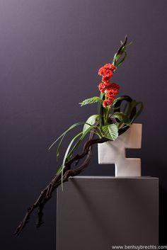 Ikebana Exhibition 5-8 May, Belgium  Floral Art: Ilse Beunen  Photography: Ben Huybrechts
