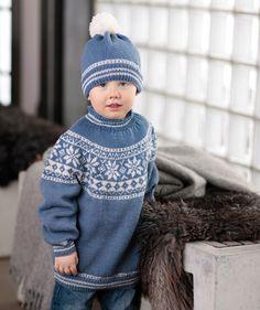 Kinderpullover mit Rundpasse und Mütze, S7039 - Gratisanleitung: Norwegerpullis sind beliebt bei Jung und Alt. Dieses Kindermodell in hellblau und weiß ist ein Klassiker...