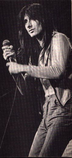 Steve Perry...if only he'd come back !! Amazing singer ♥