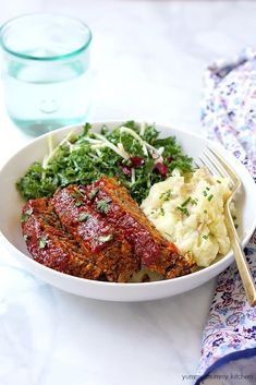 This is the best vegetarian and vegan meatloaf! This easy lentil loaf is stuffed with veggies and lentils, and is even better than the class. Vegan Lentil Recipes, Vegan Foods, Vegan Dishes, Vegetarian Recipes, Lentil Loaf Vegan, Vegan Loaf, Delicious Recipes, Loaf Recipes, Whole Food Recipes