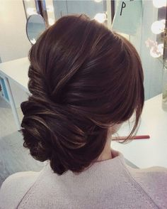 This beautiful wedding hair updo hairstyle will inspire you. The Simplest Wedding Hairstyle,wedding hair,bridal hair,wedding hair idea * Click image to read more details. Unique Wedding Hairstyles, Elegant Hairstyles, Bride Hairstyles, Updo Hairstyle, Hairstyle Wedding, Hairstyle Ideas, Beautiful Hairstyles, Updo Curls, African Hairstyles