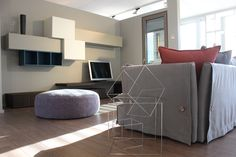 Divano Kimono e parete tv in laccato e rovere termotrattato Showroom in via Valserio , 8, Nembro BG