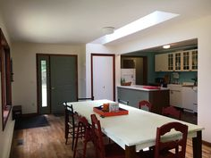 dining_entry_kitchen.jpg
