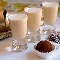 Recept : Domácí vaječný koňak | ReceptyOnLine.cz - kuchařka, recepty a inspirace Cocktails, Drinks, Mini Cheesecakes, Baileys, Drinking Tea, Glass Of Milk, Smoothies, Panna Cotta, Lime