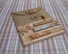 http://www.crieartezzanato.blogspot.com.br/2013/08/envelope-com-papel-craft.html