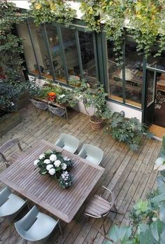 Maison moderne avec grandes fenêtres, baies vitrées et baies coulissantes - philippe Rogé - Small Outdoor Patios, Outdoor Rooms, Outdoor Dining, Outdoor Gardens, Outdoor Decor, Small Patio, Patio Dining, Small Pergola, Outdoor Seating