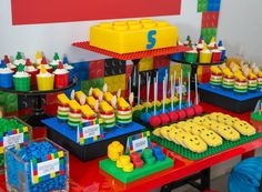 AMAZING LEGO BIRTHDAY PARTY Styling, props, cake and mini desserts by The Sweet Cart Fantastic printables by Elise at Sweet Scarlet Designs Photography by Terry Firefly Photography So many fun idea… Lego Party Decorations, Birthday Table Decorations, Birthday Party Tables, 6th Birthday Parties, Lego Parties, Birthday Cake, Birthday Desserts, 5th Birthday Ideas For Boys, Lego Party Games