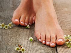 Cómo blanquear las uñas de los pies
