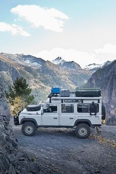 Land Rover Defender 110 an – Inspiration DE – Join the world of pin Toyota Land Cruiser, Jeep Willys, Cruisers, Carros Toyota, Vw Camping, Camping Swag, Motorcycle Camping, Minibus, Hors Route