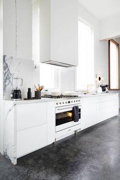 Smeg Freestanding Cooker in Armelle Habib's Studio Kitchen Smeg Kitchen, Home Decor Kitchen, Freestanding Cooker, Kitchen Remodel, Kitchen Decor, Interior Design Kitchen, Diy Kitchen Renovation, Home Kitchens, Kitchen Design