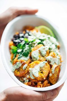 Spicy Brazilian Burrito Bowls - a recipe featuring seasoned rice and beans, garlic cilantro lime slaw, and crispy fried plantains! SO YUM // vegetarian // almost vegan. Burritos, Lunch Recipes, Healthy Dinner Recipes, Cooking Recipes, Vegetarian Lunch, Vegetarian Recipes, Fried Plantain, Seasoned Rice Recipes, Gastronomia