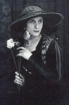 Ana Pavlova, Old Photos, Vintage Photos, Ballet Dancers, Ballerinas, Russian Beauty, Photography Challenge, Fancy Hats, Great Women