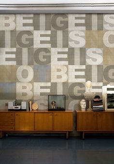 Modern Wall Decor in Patchwork Fabric Style, Wall Design Trends Beige Wallpaper, Unique Wallpaper, Wallpaper Decor, Graphic Wallpaper, Print Wallpaper, Wallpaper Wallpapers, Wallpaper Ideas, Interior Decorating Styles, Interior Design