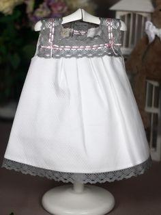 Vestido de Niña en Tela Pique White Shorts, Ideas, Women, Fashion, Tela, Girls Dresses, Dressmaking, Pique, Moda