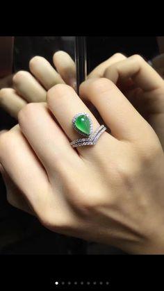 Elegant jade diamond ring , set in 18k white gold