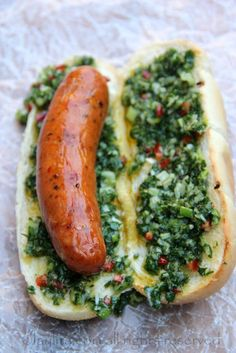 Choripan is a traditional Argentinean street food or BBQ style sandwich consisting of grilled chorizo on bread topped with chimichurri sauce. Food For Thought, Dog Recipes, Cooking Recipes, Argentina Food, Good Food, Yummy Food, Healthy Food, Le Diner, Wrap Sandwiches