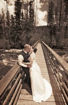 aa-barn-grand-lake-colorado-outdoor-summer-wedding-river-bridge