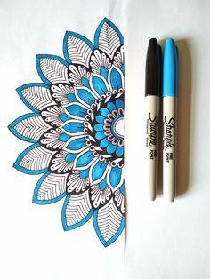 Super small mandala tattoo back Ideas Small Mandala Tattoo, Mandala Doodle, Mandala Art Lesson, Mandala Artwork, Doodle Doodle, Doodle Borders, Doodle Art Drawing, Mandala Drawing, Mandela Art