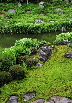 The Zen garden in Ryousokuin temple in Kenninji, Higashiyama, Kyoto, Japan by Teruhide Tomori