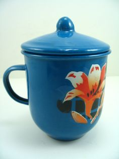 Enamel Mug with Lid  Unique Blue Flowers por VeesVintage en Etsy