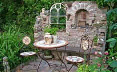 Garten A ruin is an ideal element to create a romantic garden area Keeping The Weeds Out - A Must! Terrasse Design, Patio Design, Design Design, Small Gardens, Outdoor Gardens, Alpine Plants, Walled Garden, Backyard Fences, Garden Projects