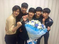 두 번째 아시아투어! 공연 10분전! '5urprise party in Thailand' 다같이 즐겨요~^^ 지금부터 시작~!! 2nd Asia Tour! 10minutes left! Let's have some fun with us at '5urprise party in Thailand' ~^^ Let's start~!! Cr.5urprise-서프라이즈