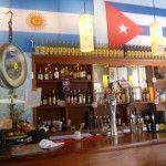 a célebre Bodeguita del Medio, ésa que amaba el escritor Ernest Hemingway, el bar ícono de Cuba, llegó a Buenos Aires. En Las Cañitas, una excelente réplica para probar platos típicos y, claro, los mejores daiquiris y mojitos http://dixit.guiaoleo.com.ar/la-bodeguita-de-cuba/