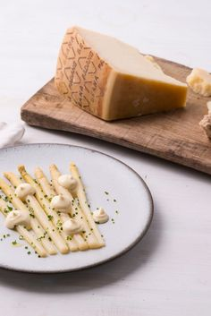 This elegant steamed white asparagus recipe from Rosana McPhee is served with a rich Grana Padano aioli and plenty of crusty bread Asparagus Recipe, Artichokes, American Food, Aioli, Recipe Using, Chefs, Dressings, Side Dishes, British