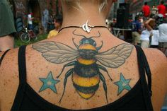 Best Bee Tattoo Designs For Boys and Girls.The bee came to represent the soul owing to its reality to come back home over extreme distances, also as fertility. Star Tattoos, Body Art Tattoos, Tattoo Stars, Wing Tattoos, Tatoos, Bumble Bee Tattoo, Big Bee, Insect Tattoo, Art Diary