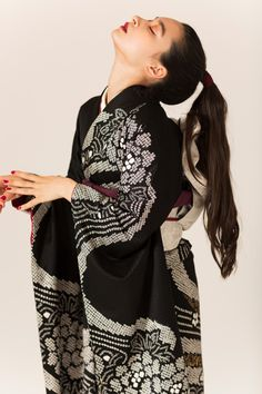 Japanese Outfits, Japanese Fashion, Kimono Fashion, Fashion Outfits, Traditional Japanese Kimono, Modern Kimono, Kimono Pattern, Vintage Kimono, Harajuku Fashion
