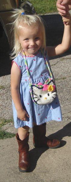 MoCrochet: Kit Kat Purse  http://mocrochet.blogspot.com/2012/04/kit-kat-purse.html