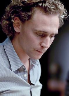 Tom Hiddleston as Magnus Martinsson in Wallander (BBC)---Nice natural hair, Tom.