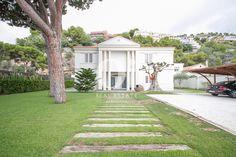 Lujosa casa familiar en venta en Sitges, ubicada en una zona residencial muy tranquila rodeada de Naturaleza y a muy poca distancia de las playas de Castelldefels y del Port Ginesta.