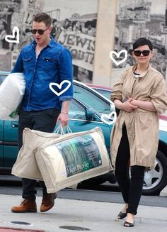 Awww!! Not making his pregnant girlie carry a single thing!!! <3