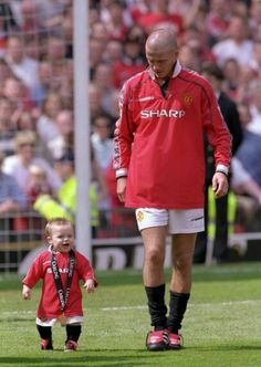 David y Brooklyn Beckham, Campeones de la Premier League con el Manchester United Football Club, 2000