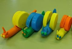 Как сделать улитку из крышек и пластилина - Поделки с детьми   Деткиподелки