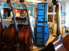 Beatiful antique bass case by the Taylor trunk co. 1870's @ mividastrings
