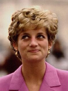 Gold teardrop earrings were Diana's choice for an official visit to France on November 14, 1992